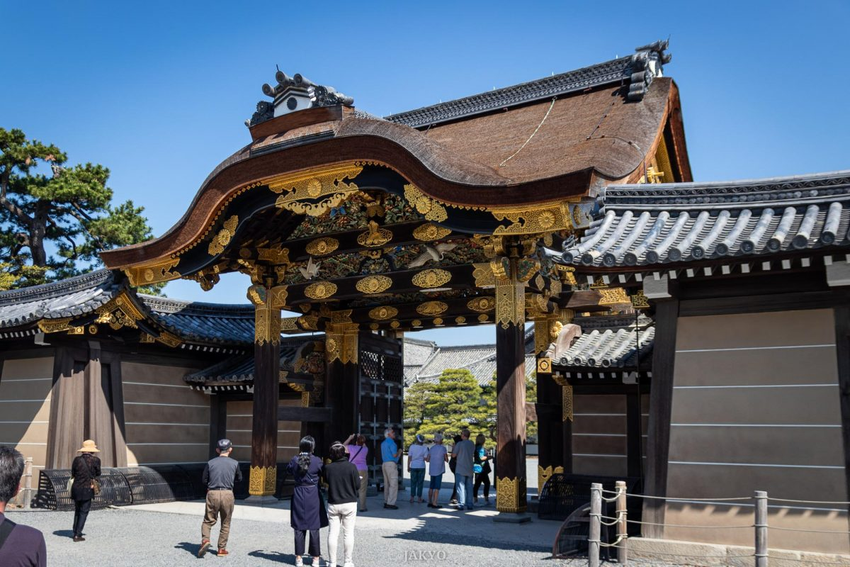 Nijojo castle, Kyoto / Architecture, Architektur, Burg, Castle, Gate, J2019, Japan, Kansai, Karamon, Kioto, Kyoto, Nijojo, Oshiro, Schloss, Sehenswürdigkeiten, Sightseeing, Tor, landmark, place of interest, sight, 二条城, 京都, 名所, 唐門, 問, 城, 建築, 建築術, 日本, 観光, 関西