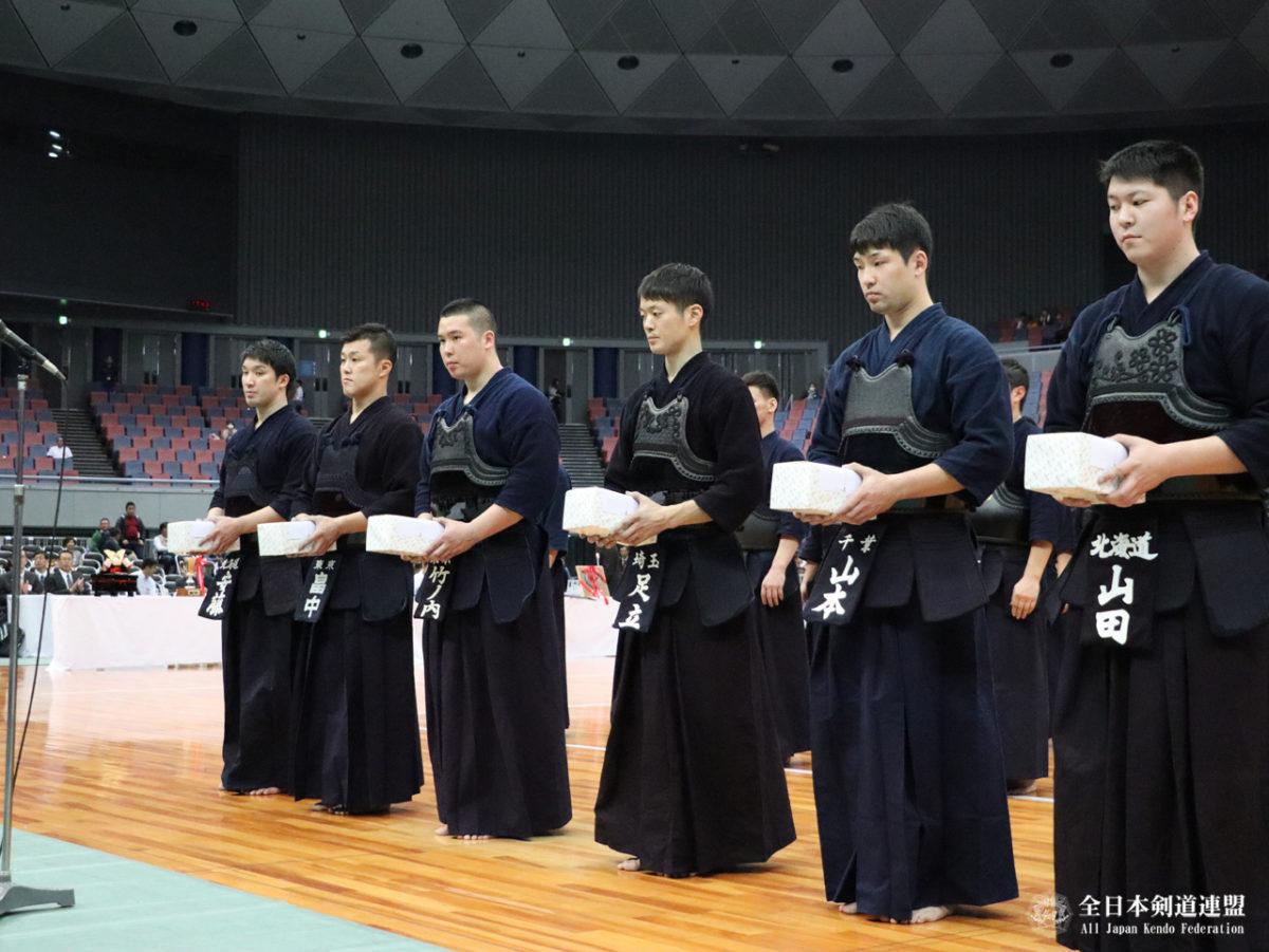 Alle Best 8 und Ausgezeichneten (v.l.n.r.): Ando, Hatakenaka, Takenouchi, Adachi, Yamamoto, Yamada