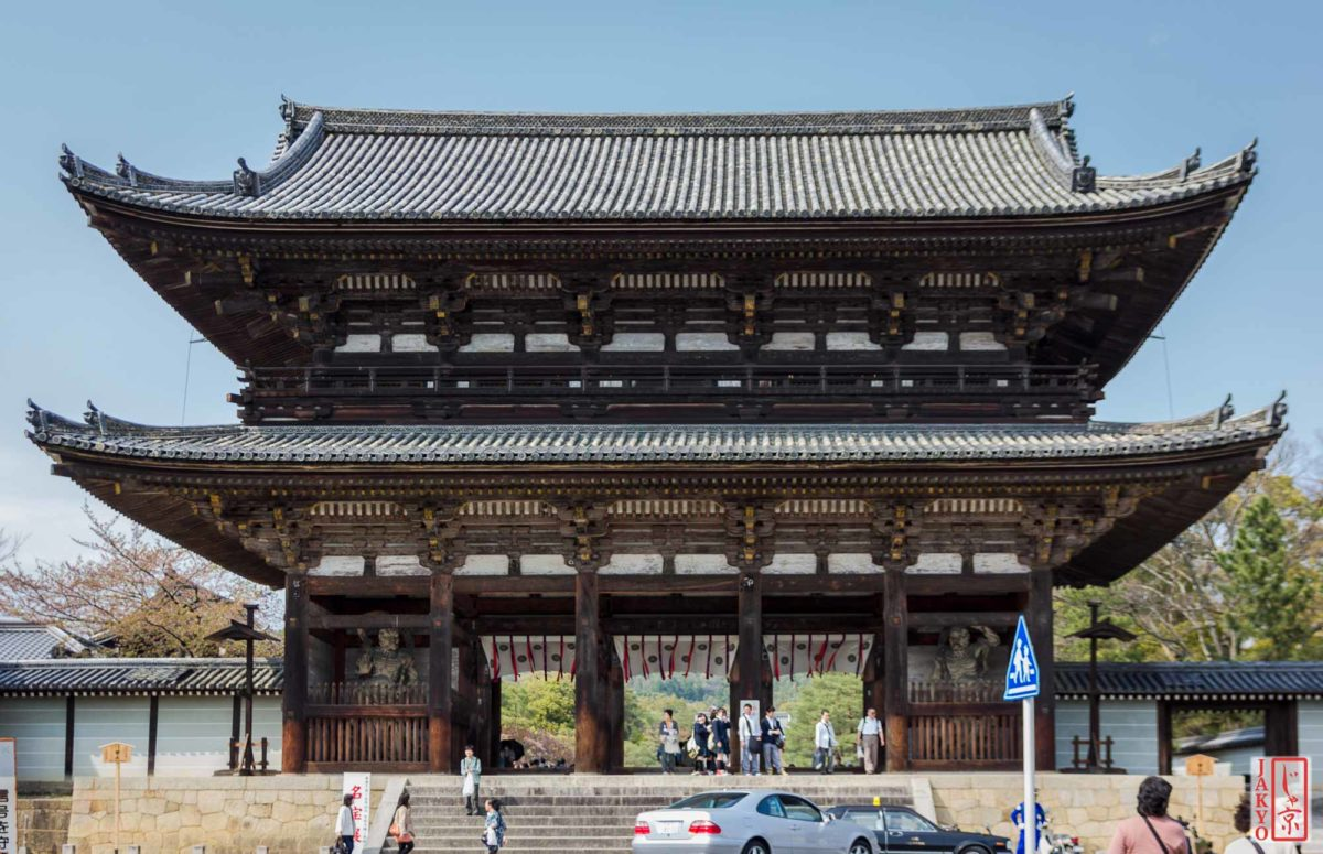 Temple Ninnaji, Kyoto / Architecture, Architektur, Deva gate, Gate, Guardians, Japan, Kansai, Kioto, Kyoto, Ninnaji, Niomon, Tempel, Temple, Tor, Wächtertor, temple gate guarded by fierce Deva Kings, temple gate of the Nio, お寺, におうもん, にんなじ, 京都, 仁和寺, 仁王門, 仏教, 仏閣, 問, 建築, 建築術, 日本, 関西